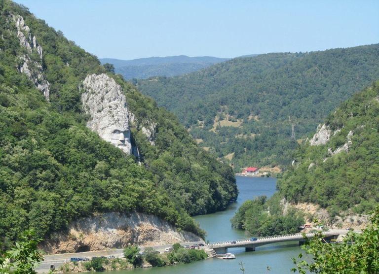 Teren pe Clisura Dunării Eselnita